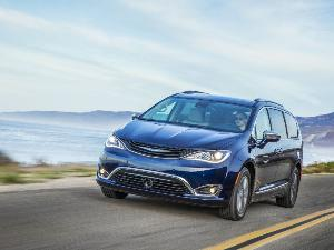 10 Things You Need to Know About the 2018 Chrysler Pacifica Hybrid