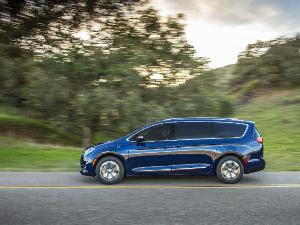 2018 Chrysler Pacifica Hybrid Road Test and Review