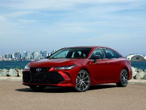 2019 Toyota Avalon Road Test and Review