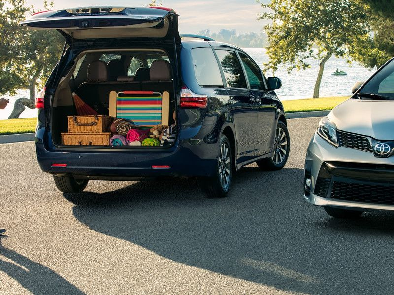 2018 toyota sienna road test and review. Black Bedroom Furniture Sets. Home Design Ideas