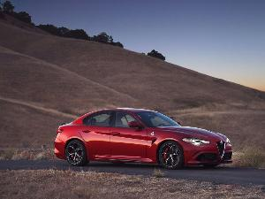 2018 Alfa Romeo Giulia vs. 2018 Jaguar XE: Which Is Best?