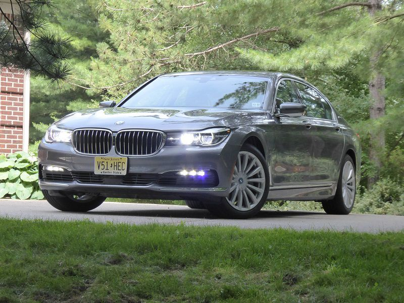 2018 BMW 740e XDrive Grey Parked Front Quarter RS