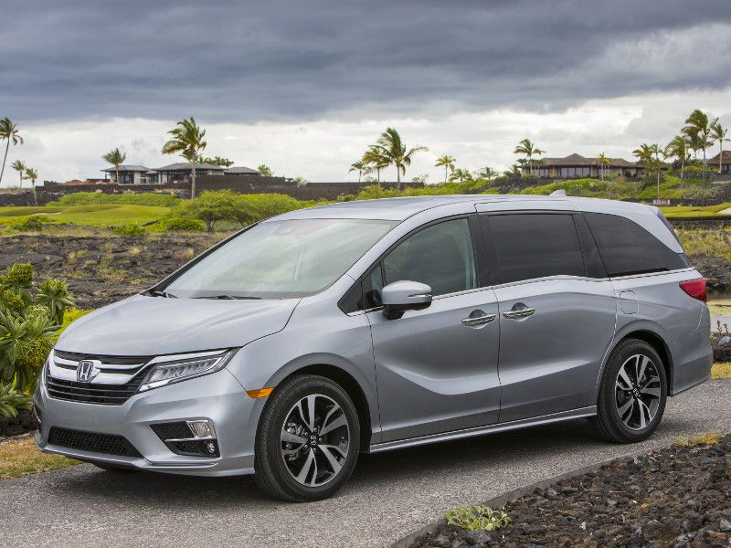 2018 chrysler pacifica vs 2018 honda odyssey which is best. Black Bedroom Furniture Sets. Home Design Ideas