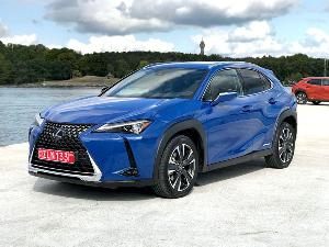 Lexus Seeks Younger Buyers with the All-New UX