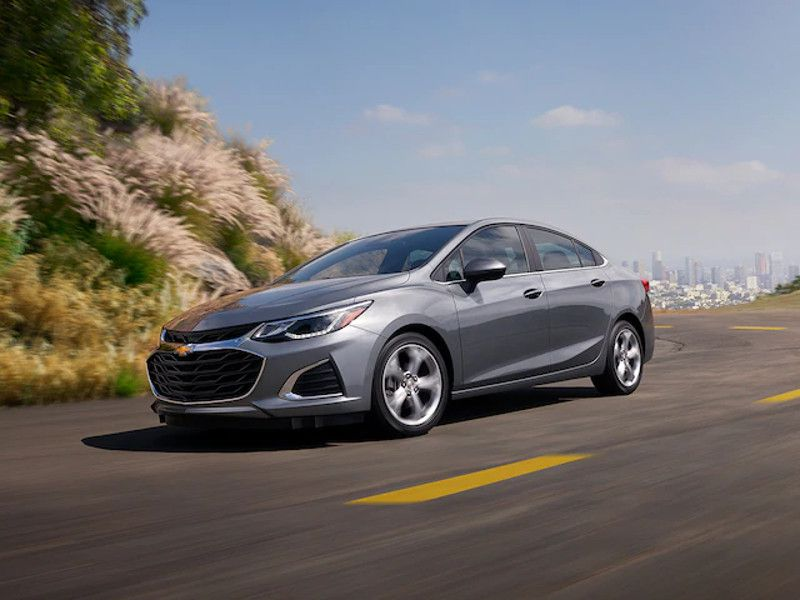 Chevy Cruze Lease >> 2019 Chevrolet Cruze vs. 2019 Chevrolet Malibu: Which is for You? | Autobytel.com