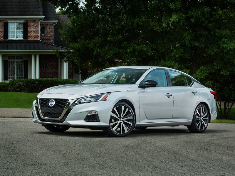 2019 Nissan Altima Silver Parked Front Quarter