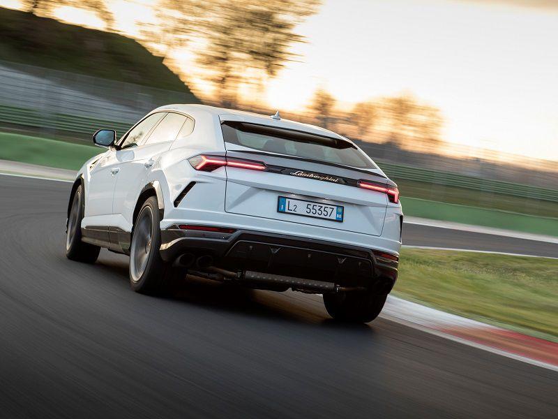 2019 Lamborghini Urus Road Test And Review Autobytel Com