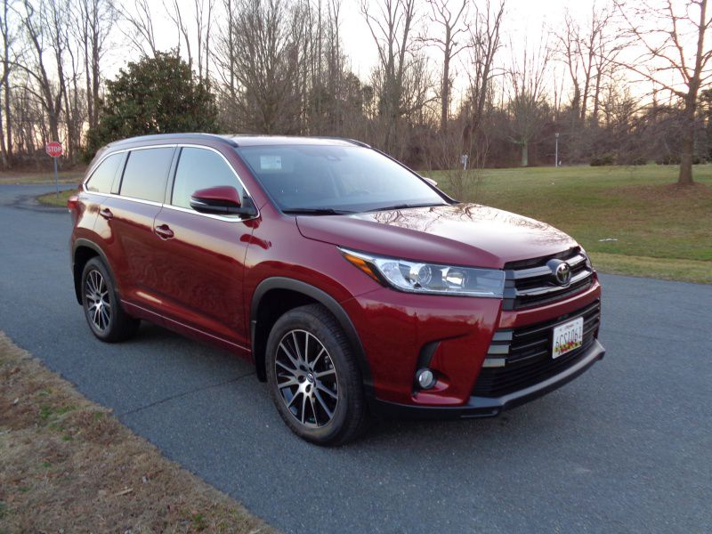 2019 ToyotaHighlander front angle BH