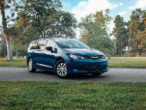 2020 Chrysler Voyager Road Test and Review