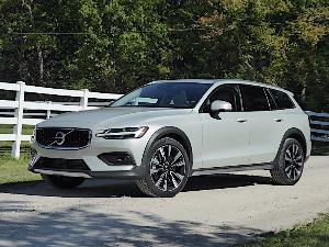 2020 Volvo V60 Cross Country Road Test and Review