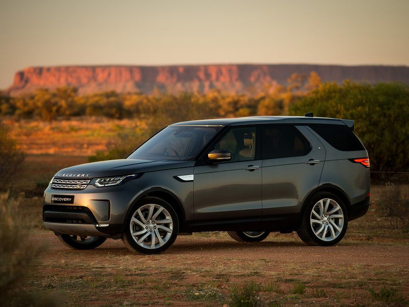 2020 Land Rover Discovery Front Three Quarter