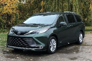 2021 Toyota Sienna Road Test and Review